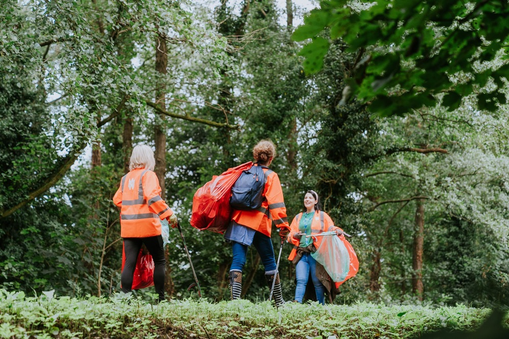 Welsh Water Colleagues Help Keep Cardiff Parks Tidy